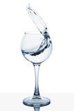 Agua que salpica fuera de un vidrio alto imágenes de archivo libres de regalías