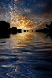 Agua reflejada salida del sol de la mañana Foto de archivo