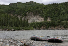 Agua salvaje que transporta en balsa en Denali - Alaska Imágenes de archivo libres de regalías