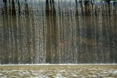 Agua sobre la presa Fotos de archivo