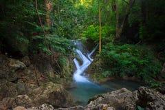 Agua suave en la cascada Fotos de archivo libres de regalías