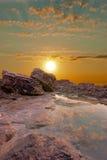 Agua superficial y rocas Imagen de archivo