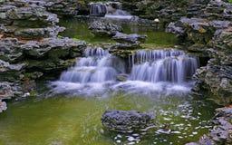 Agua tropical en jardín del zen imagen de archivo libre de regalías