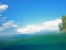 Agua y cielo fotografía de archivo