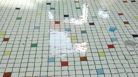 Agua y juguetes de ondulación almacen de metraje de vídeo