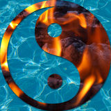 Agua y llamas en un Yin y un Yang Imagen de archivo libre de regalías