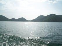 Agua y montañas Foto de archivo libre de regalías