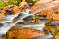 Agua y piedras Foto de archivo libre de regalías