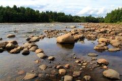 Agua y piedras Foto de archivo