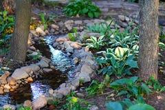 Agua y piedras en el parque imagen de archivo libre de regalías