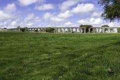 Aguaa de普拉塔Aqueduct (银色水渡槽)在Évora, Po 免版税库存图片