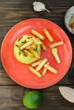 Aguacate Hummus con el mini grissini, aún vida Fotografía de archivo libre de regalías