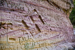 Aguafuerte en pared suave de la piedra caliza Foto de archivo libre de regalías