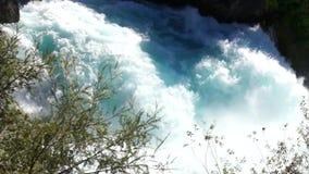 Aguas ásperas de las caídas de Huka almacen de metraje de vídeo