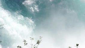 Aguas ásperas de las caídas de Huka metrajes