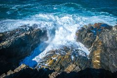 Aguas ásperas en la bahía de Byron fotos de archivo libres de regalías