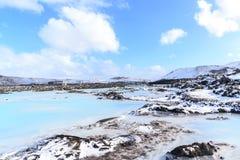 Aguas azules de la laguna en la lava Imagen de archivo