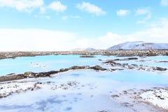 Aguas azules de la laguna en la lava Fotografía de archivo