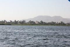 Aguas azules del gran río el Nilo Foto de archivo