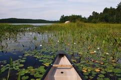 Aguas bajas Canoeing. Fotografía de archivo