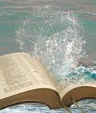 Aguas de la verdad de la biblia foto de archivo libre de regalías