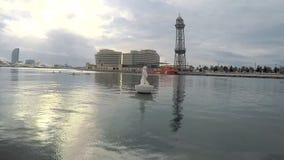 Aguas del puerto en el mar