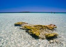 Aguas poco profundas de la playa de Elafonisi Imágenes de archivo libres de regalías