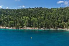 Aguas potáveis da praia de Foki Fiskardo, Kefalonia, Grécia Fotografia de Stock Royalty Free