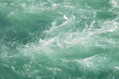 Aguas que remolinan Foto de archivo libre de regalías