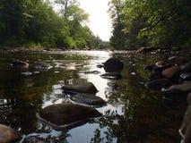 Aguas rocosas Fotos de archivo
