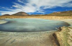 Aguas termales de Polloquere en el parque nacional de Salar de Surire Imagenes de archivo