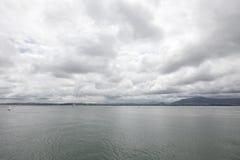 Aguas tranquilas en un día nublado Santander, Cantabria, España foto de archivo libre de regalías
