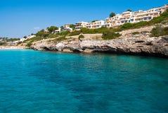 Aguas transparentes y hoteles de lujo, Majorca Fotos de archivo