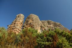 Aguero kołysa, szerokiego kąta dolny widok z niebieskim niebem Zdjęcie Stock