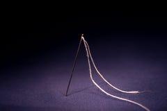 Aguja con la cuerda de rosca Fotos de archivo libres de regalías
