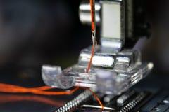 Aguja de la máquina de coser foto de archivo