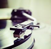 Aguja del tocadiscos en tono del vintage imagenes de archivo