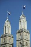 Aguja señalada por medio de una bandera de Grossmunster, Zurich Fotos de archivo