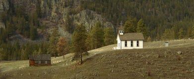 Aguja vieja de la iglesia de la herencia   Foto de archivo