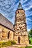 Aguja vieja de la iglesia en Grunstadt, Alemania Imagen de archivo libre de regalías