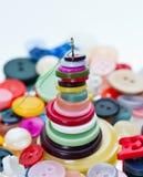 Aguja y botones fotografía de archivo libre de regalías