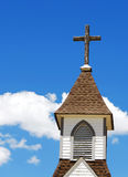 Aguja y cruz de la iglesia Imagenes de archivo