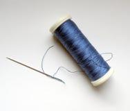 Aguja y cuerda de rosca Fotos de archivo