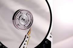 Aguja y disco de los mecanismos impulsores duros en el caso Imagen de archivo libre de regalías