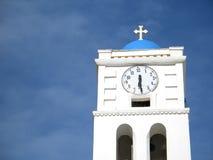 Aguja y reloj de la iglesia Imágenes de archivo libres de regalías