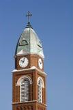 Aguja y reloj de la iglesia Fotografía de archivo libre de regalías