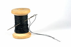 Aguja y una cuerda de rosca Imagen de archivo