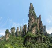 Agujas impresionantes de la montaña en el parque nacional de Zhangjiajie Imagen de archivo libre de regalías