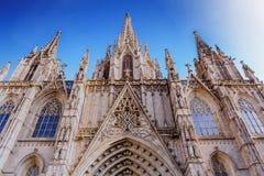 Agujas y ajuste adornados hermosos en la iglesia de Barcelona Imagen de archivo libre de regalías