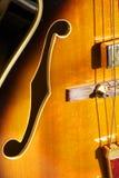 Agujero de F en la guitarra del jazz Imagen de archivo